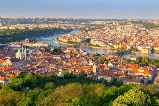 Prag: Ansicht der Moldau und die Brücken
