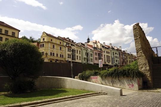 Bratislava: Häuser mit Stadtmauer