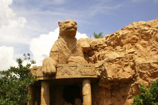 Südafrika: Löwenstatue