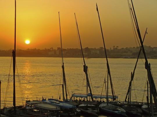 Luxor: Boote im Hafen