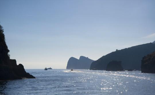 Kampanien & Amalfi-Küste: Küste mit Boot