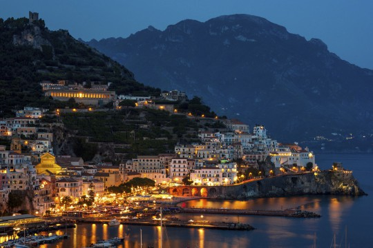 Kampanien & Amalfi-Küste: Amalfi bei Nacht