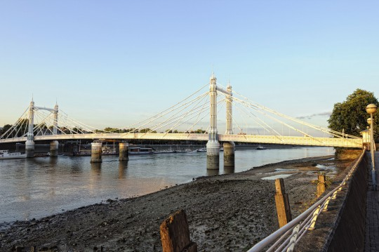 London: Albert Bridge