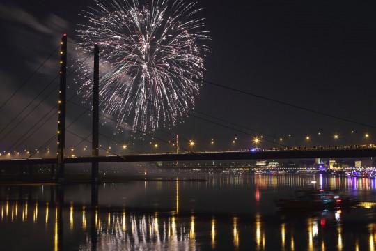 Düsseldorf: Feuerwerk
