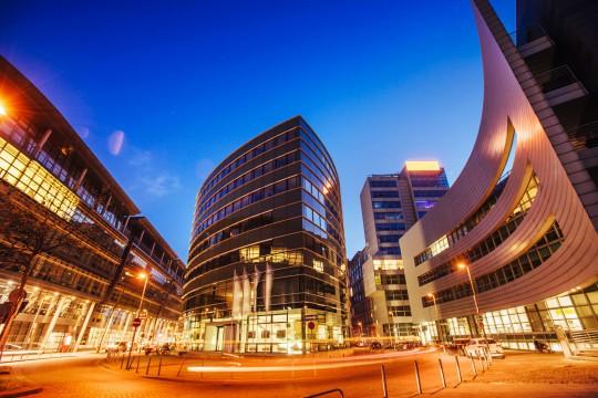 Düsseldorf: Hyatt Hotel bei Nacht