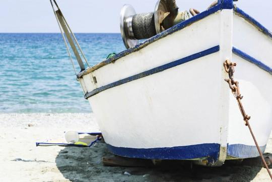 Chalkidiki: Boot im Sand