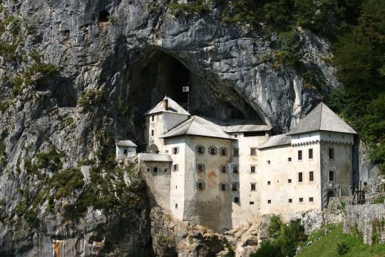 Slowenien (Küste & Karst): Predjama - Höhlenburg