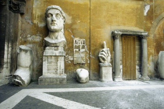 Rom: Fragments of the Constantine Statue