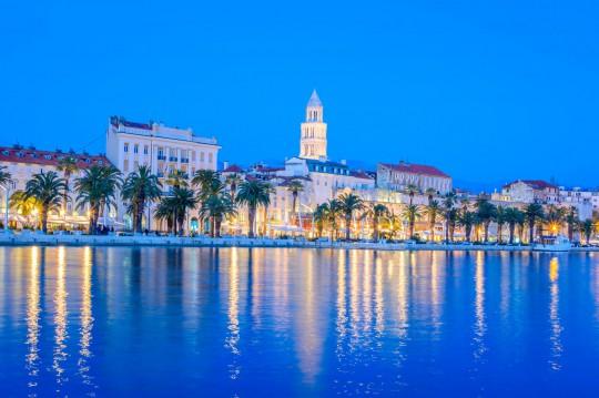Kroatien: Split city waterfront blue hour